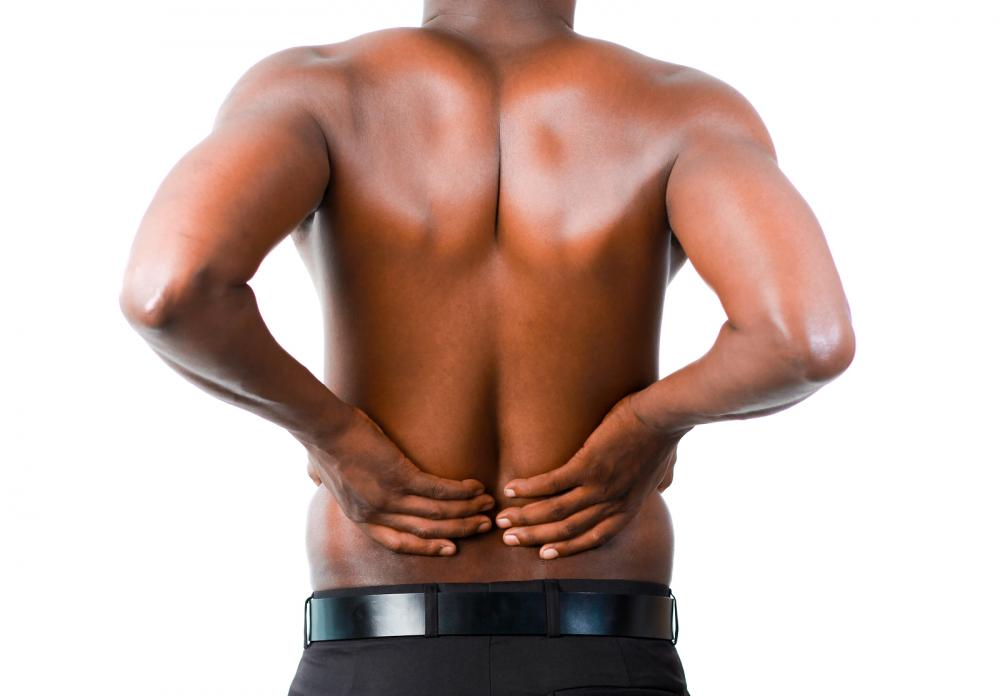 man has back pain in Thousand Oaks, CA
