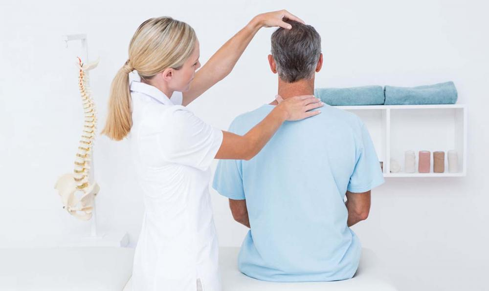 man has neck pain in Thousand Oaks, CA